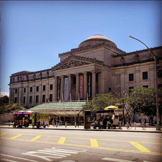 Photo of Brooklyn Museum in the summer